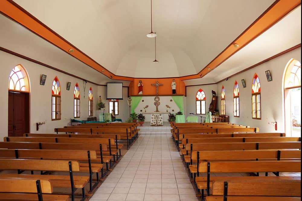 Intérieur de l'église saint-Louis-Gonzague, Takapoto