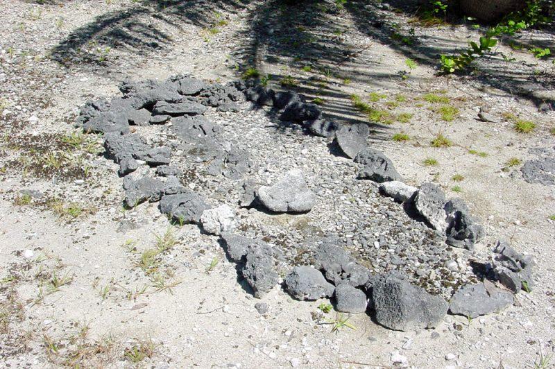 Tombe de Poe'ura à Tuherahera - Tikehau en 2001 © Tahiti Heritage