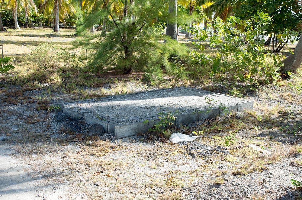 Tombe de Poe'ura à Tuherahera - Tikehau en 2016 © Tahiti Heritage