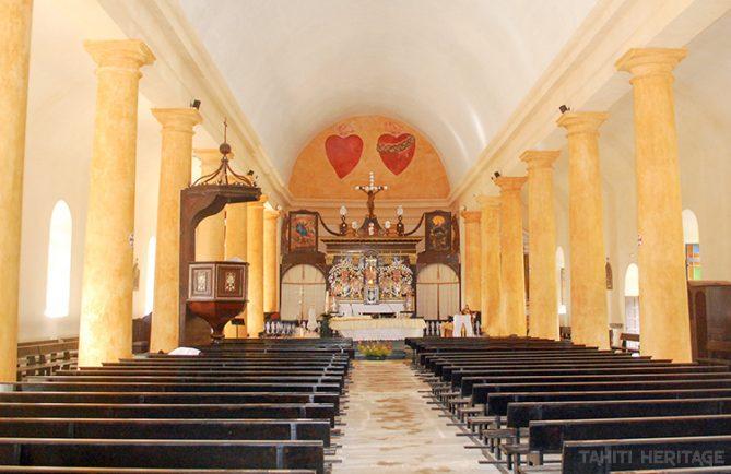 Intérieur de la cathédrale Saint-Michel, vue vers l'autel. Mangareva Gambier 2012 © Tahiti Heritage