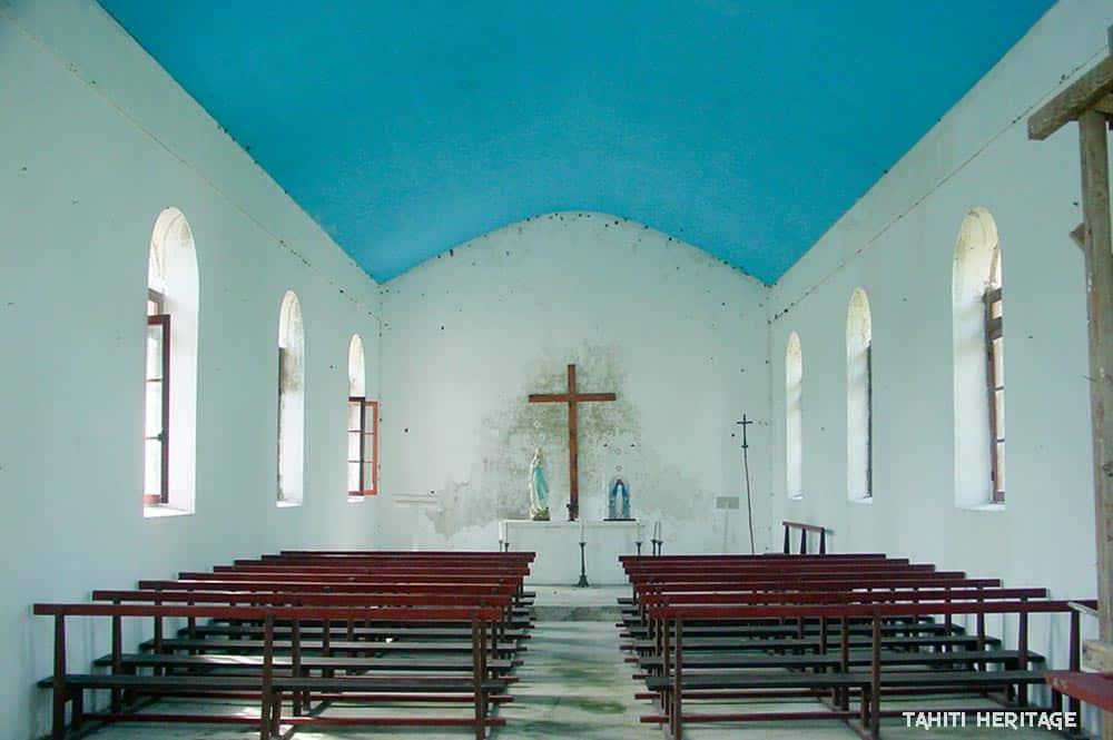 Intérieur de l'église Maria No Te Mauiui de Putuahara à Anaa, Tamotu