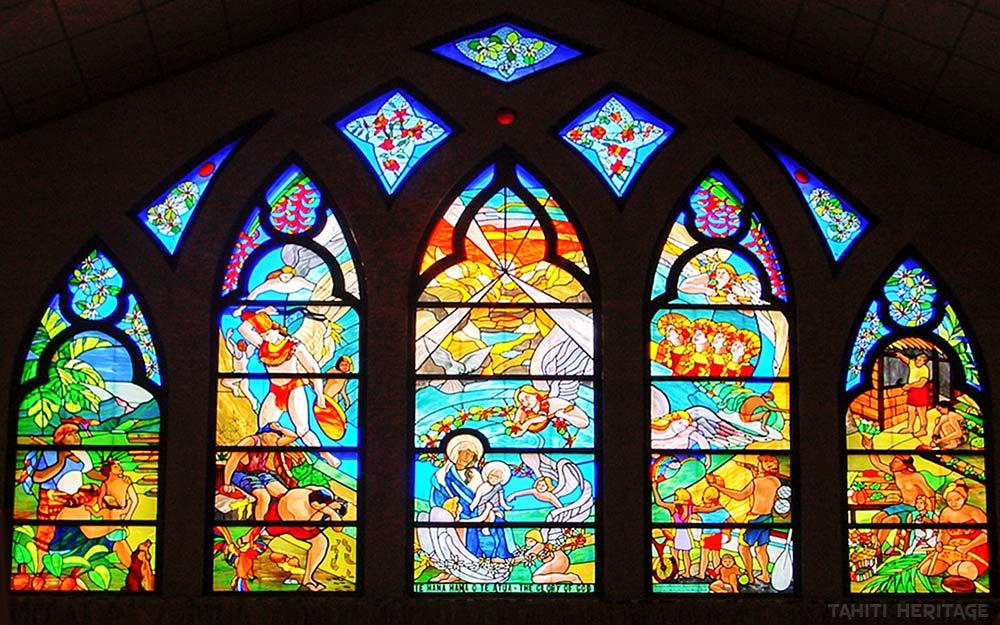 Vitraux de l'église Saint-Michel de Papara