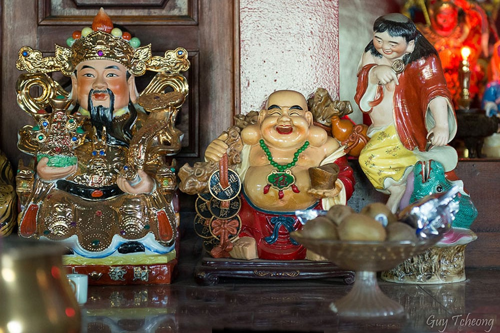 Trois statues du temple chinois de Papeete. Photo Guy Tcheong