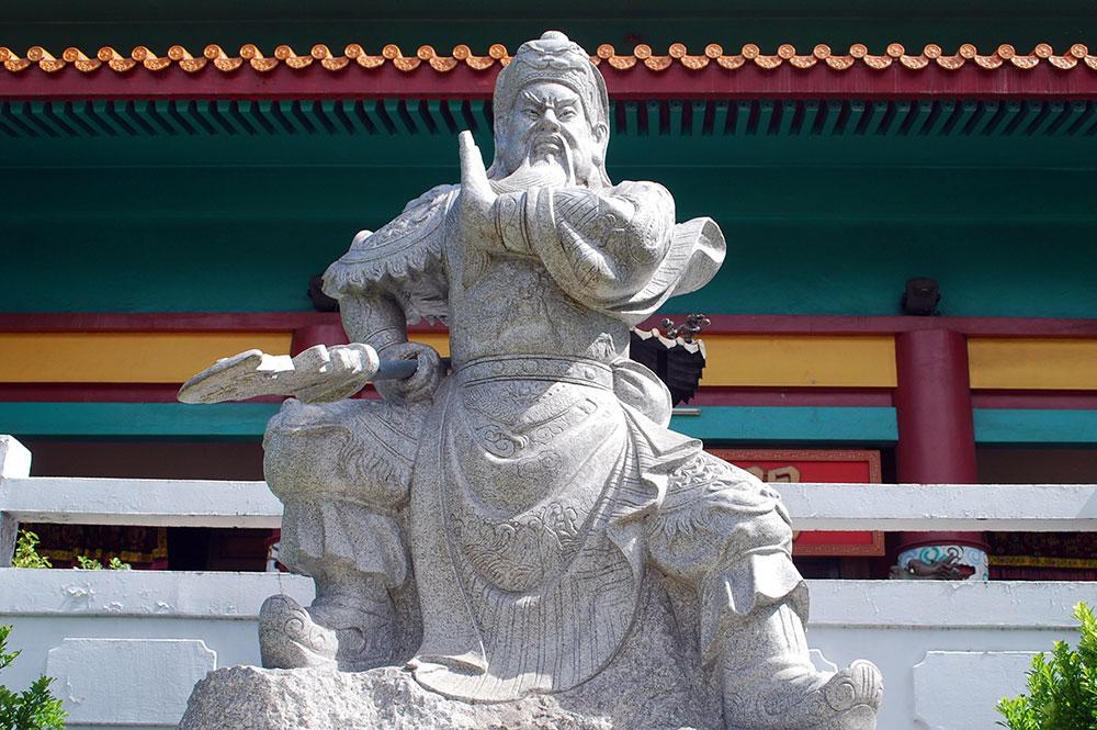 Statue de Kanti avec son épée, temple chinois de Papeete, Tahiti © Tahiti Heritage