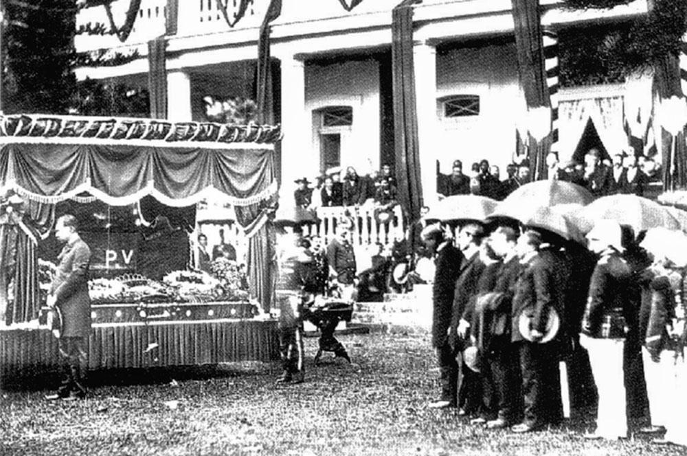 Enterrement du roi Pomare 5 à Arue