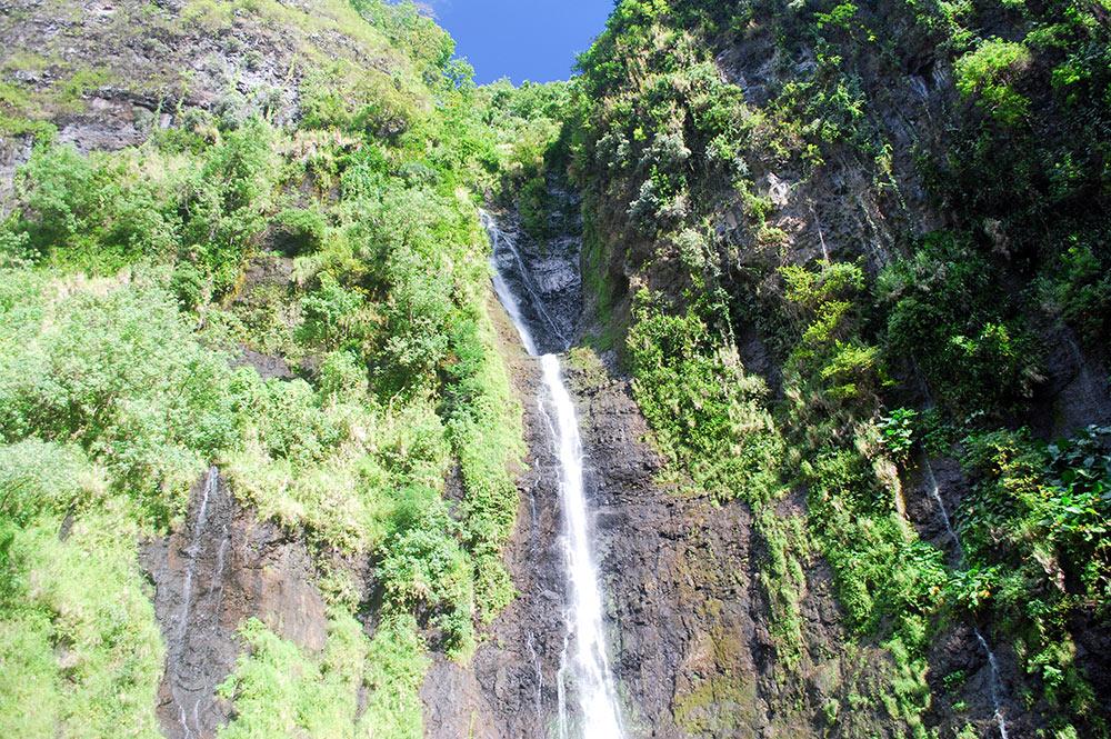 Hauteur de la première cascade de la Faaurumaì, Hitiaa © Tahiti Heritage