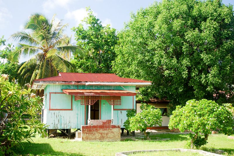 Maison bleue de Napuka, Tuamotu © Tahiti Heritage