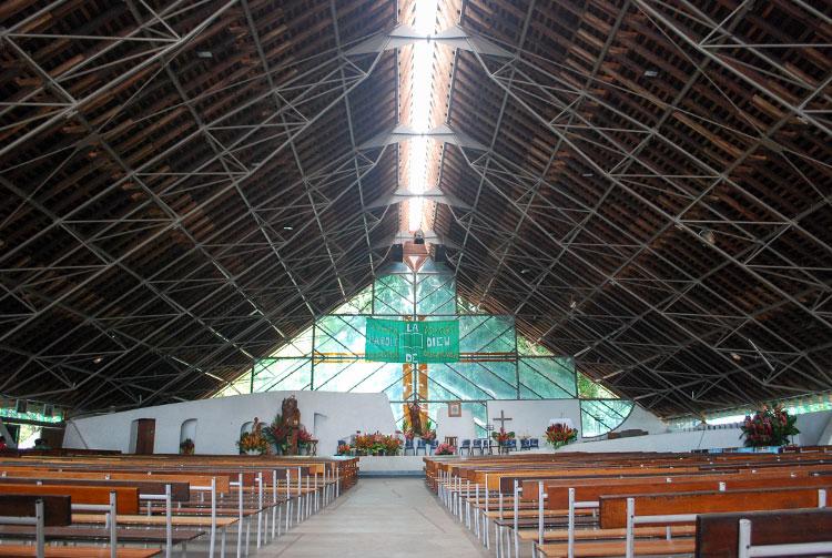 Intérieur de l'église Maria no te hau de Papeete, Tahiti.
