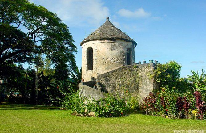 Tour du Roi, à Rikite, île de Mangareva, Gambier © Tahit Heritage / Olivier Babin