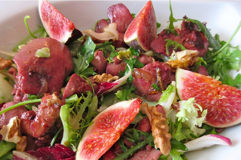 Salade de magret, noix et figues