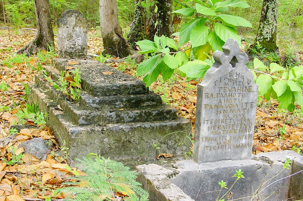Tombes de l'ancien village Maiai de Tikehau