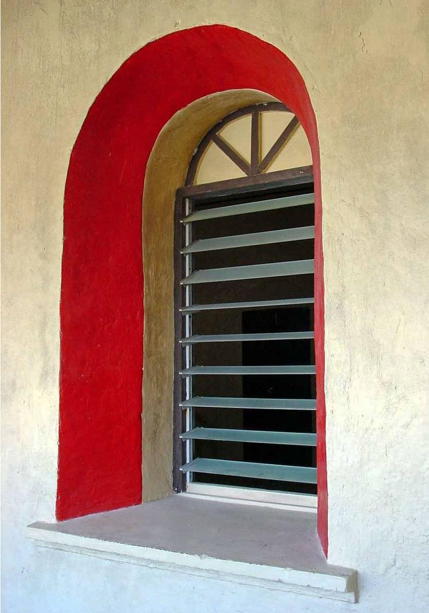 Fenêtre de la mairie de Tikehau en 2001