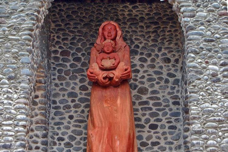 Vierge à l'Enfant de 4 m de haut, oeuvre de Damien Haturau