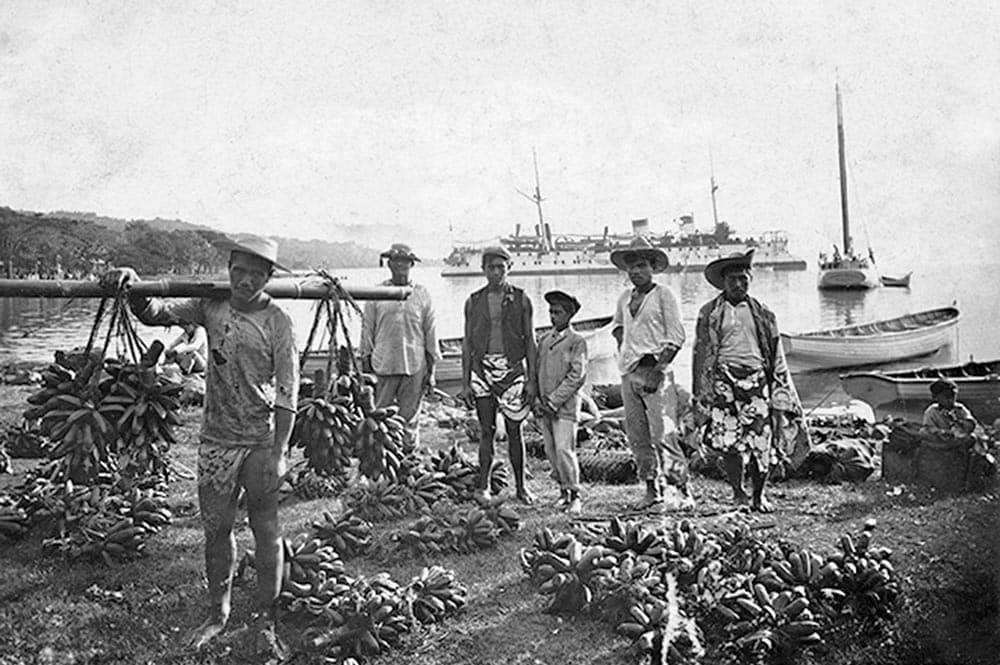 Marché au fei de Papeete en 1908. Cliché Bopp