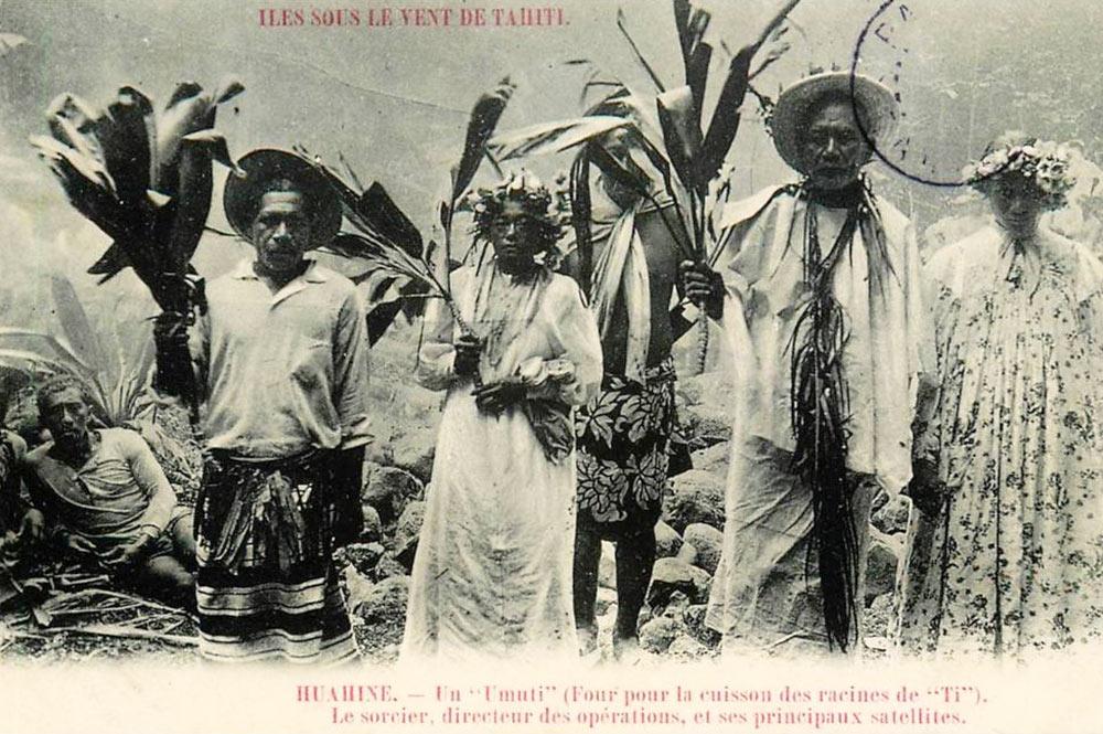 Le tahua (sorcier) de la marche sur le feu à Huahine