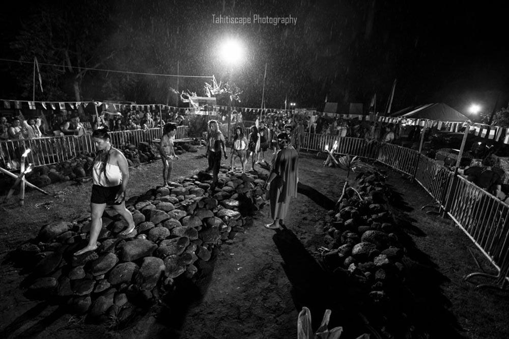 Marche sur le feu 2018. Photo Tahitiscape