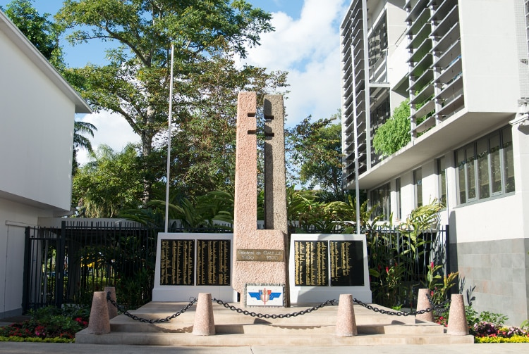 La clé à mollette, monument Charles de Gaulle, avenue Pouvana'a a Opa en 2015