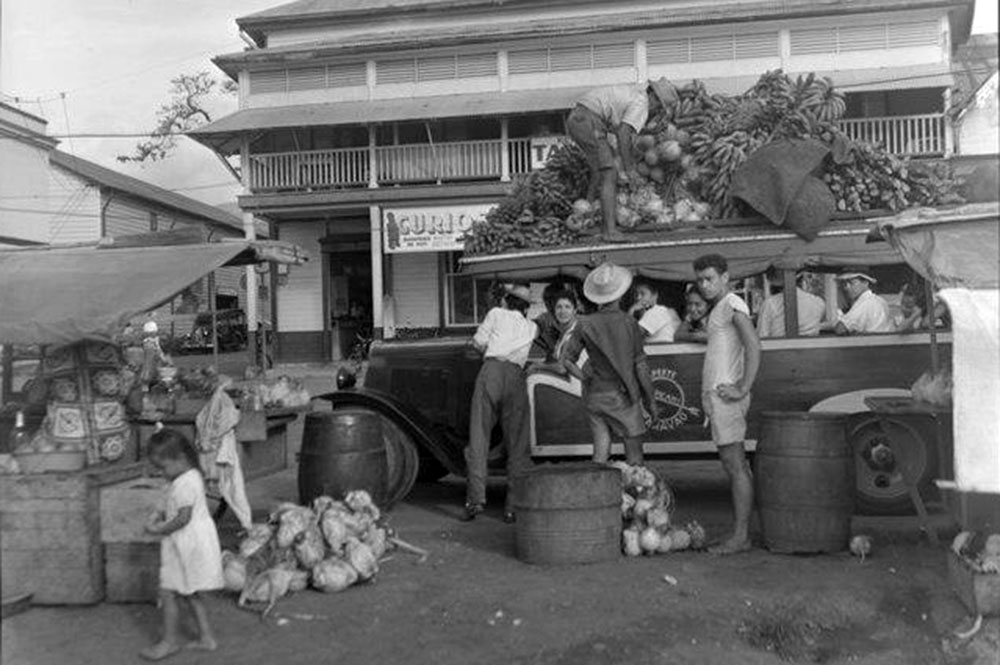 Truck à Papeete, 1952 National Library of NZ Whites Aviation Ltd