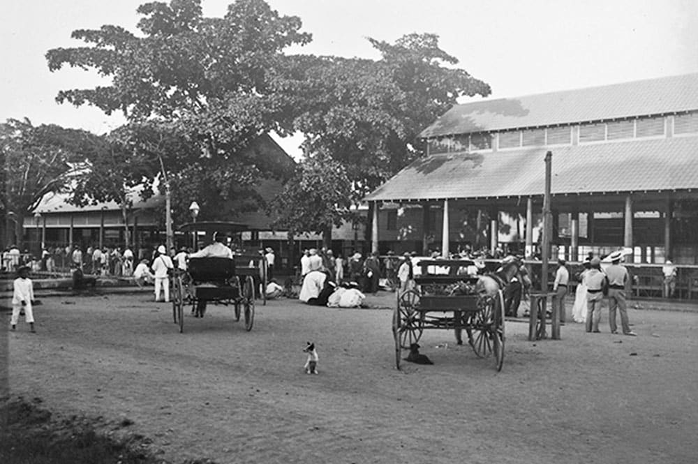 Papeete, la place du marché couvert, photo Henry Lemasson, 1897