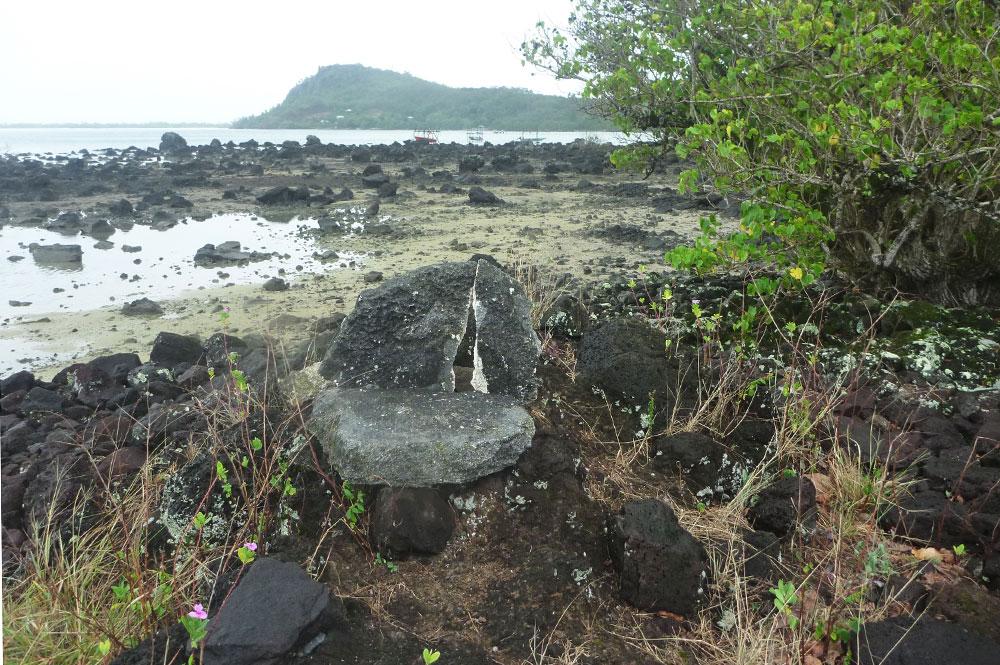 Le trone du marae Vaiahu de Maupiti