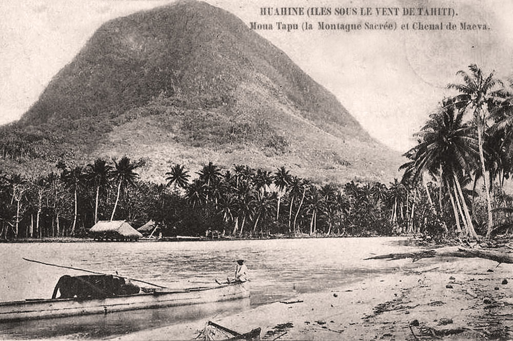 Moua Tapu de Huahine. Photo Albert Itcher