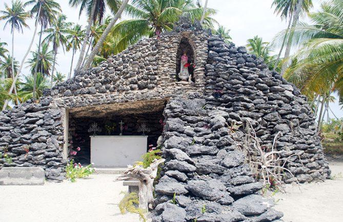 Grotte de la Vierge à Raroia © Tahiti Heritage