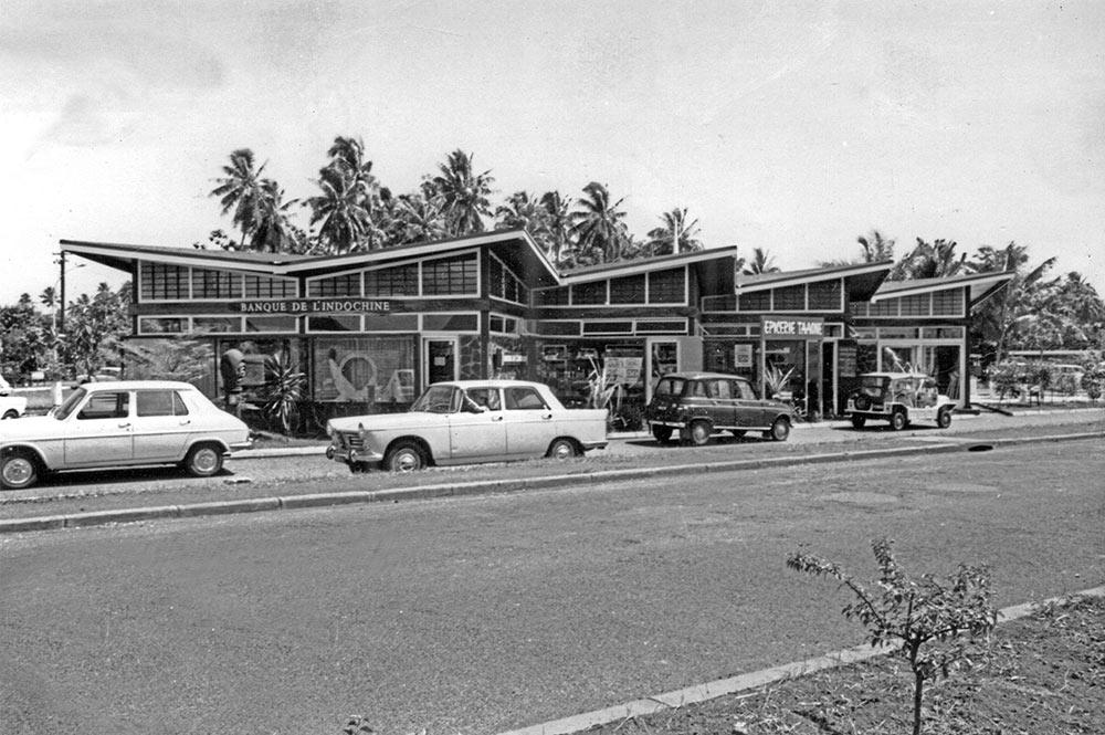 Le marché de Pirae vu de l'avenue du Prince Hinoi, en 1969