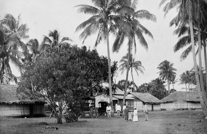 Le village de Tautira en 1900. Photo Henri Lemasson