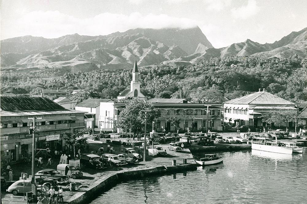 Le front de mer de Papeete dans les années 50.