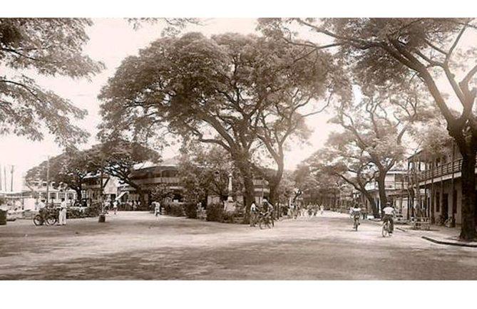 Le quai du Commerce à Papeete en 1951.