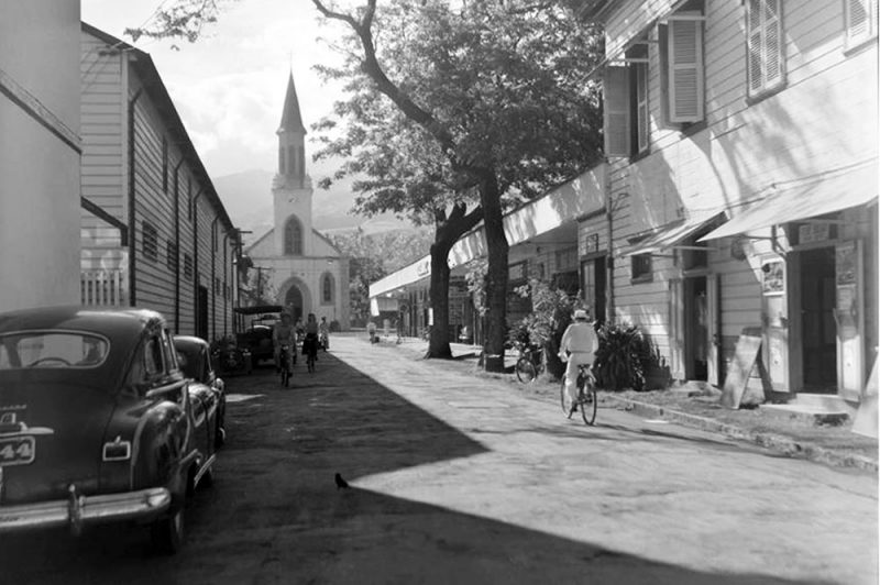 La rue Jeanne d'arc à Papeete en 1952. Photo Whites Aviation