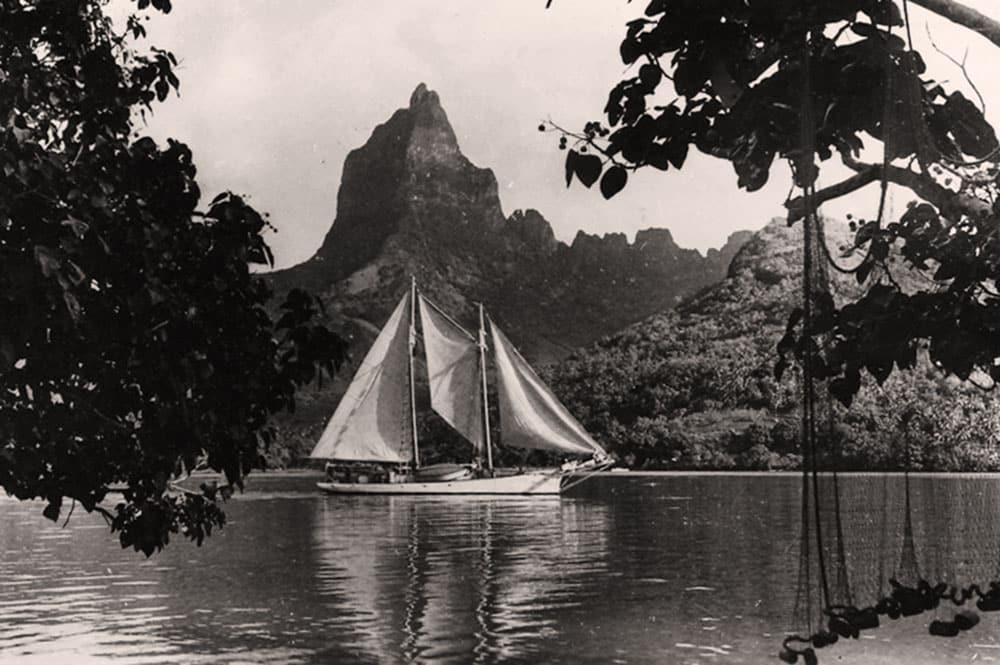 Baie de Papetoai et mont Moua roa à Moorea