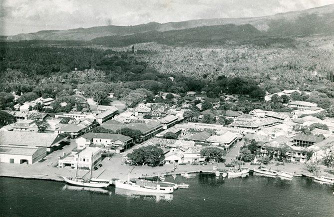 Papeete vu d'avion dans les années 50. Defap