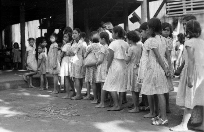 Ecole de jeunes filles à Papeete en 1963