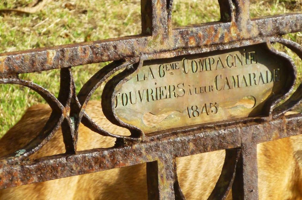 Tombe du cimetière de Taiohae à Nuku Hiva. Photo sandrineetclementauxmarquises