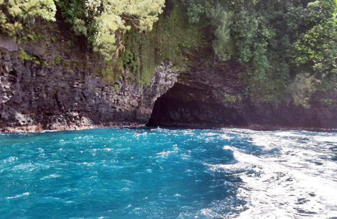 Grotte Vaitomoana à Teahupoo, Tiaarapu Ouest- Photo Chantal Alexandre Tahiti iti