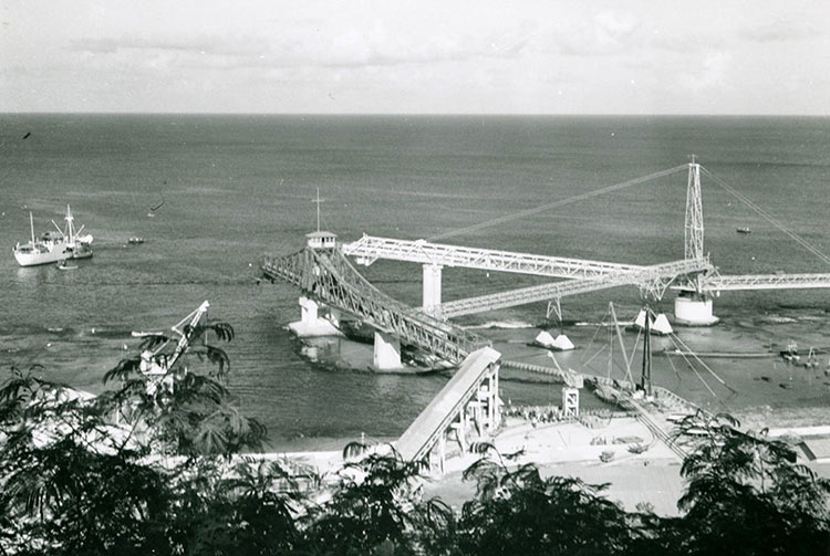 Pont transbordeur de Makatea en 1962. Photo Molet