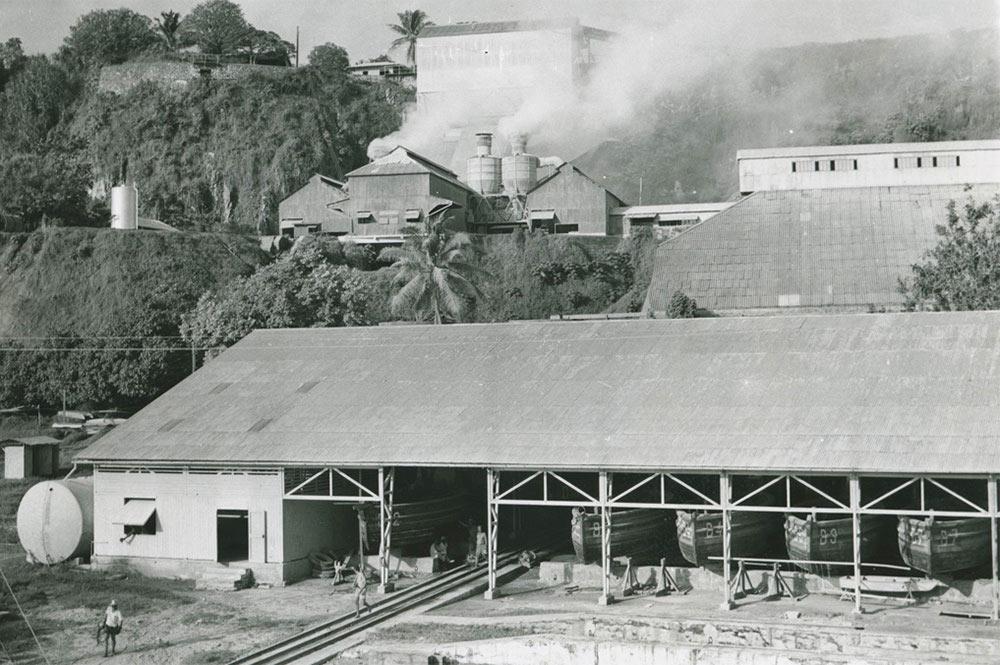 Usine de traitement du minerai. Makatea