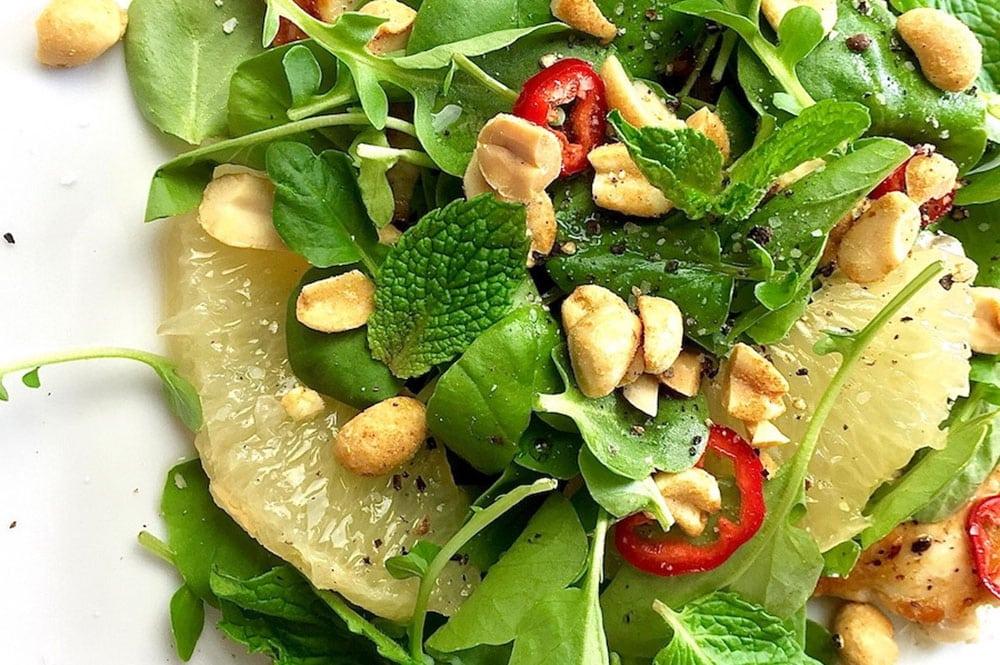 Salade thaï de pamplemousse vert au poulet. Theglamourousgourmet