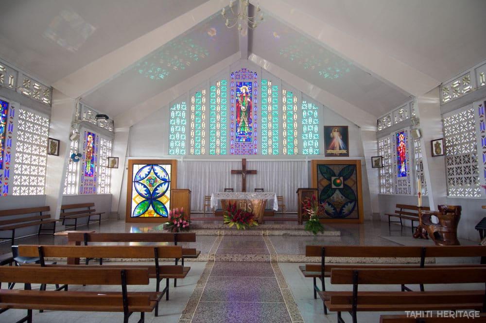 Intérieur de l'église Saint-André d'Uturoa, Raiatea