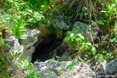 Grotte Eaua des Mokorea, à Tematahoa, Anaa. © Tahiti Heritage