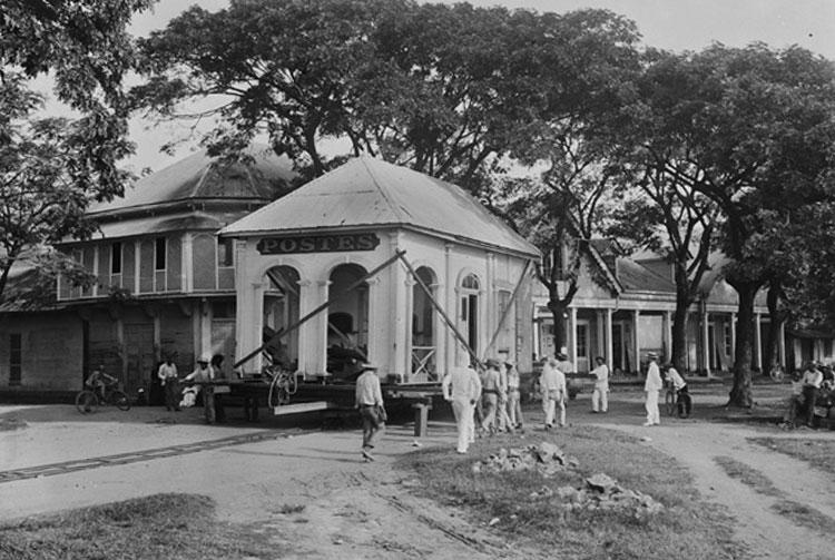 En 1En 1902, l'Hôtel des Postes est déplacée de quelques centaines de mètres sur des rails